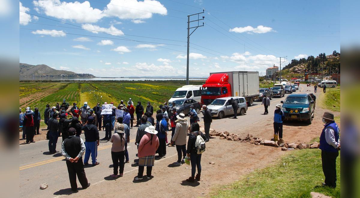 puno-pobladores-cierran-carreteras-en-contra-de-la-cuarentena-dictada-por-el-estado