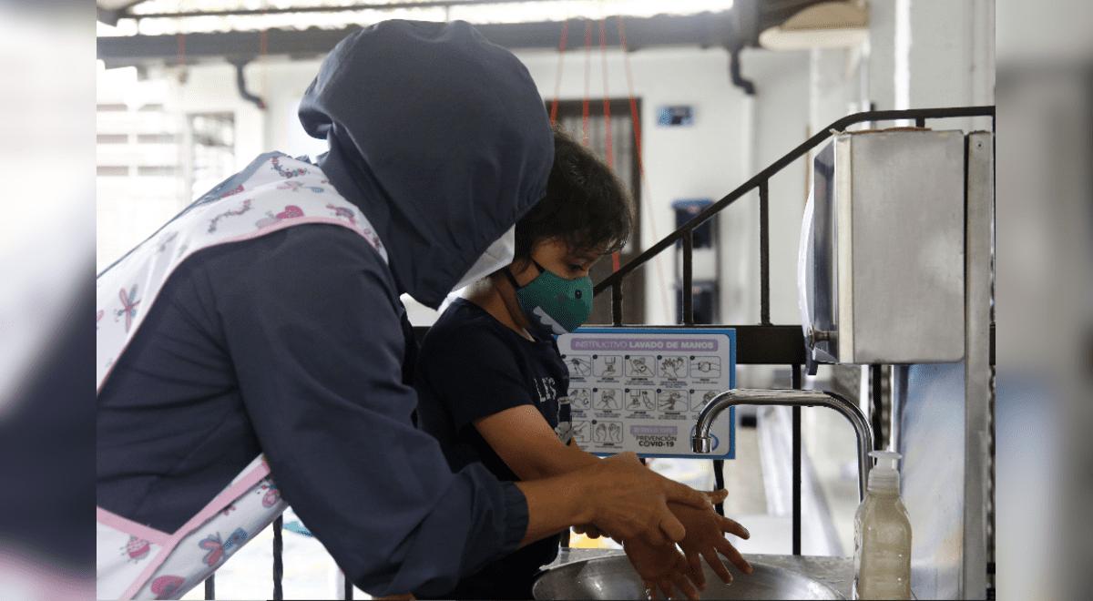 minedu-distribuira-mascarillas-a-estudiantes-e-instalara-15-mil-lavamanos-en-colegios