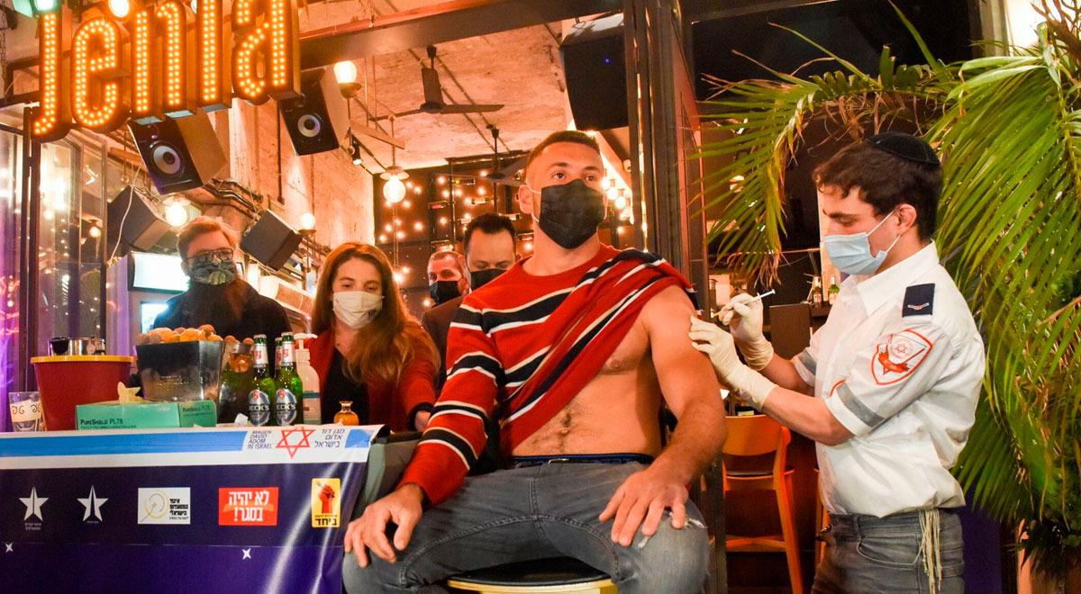 bar-de-israel-ofrece-bebidas-gratis-para-los-que-se-vacunen-contra-el-covid-19-dentro-del-local