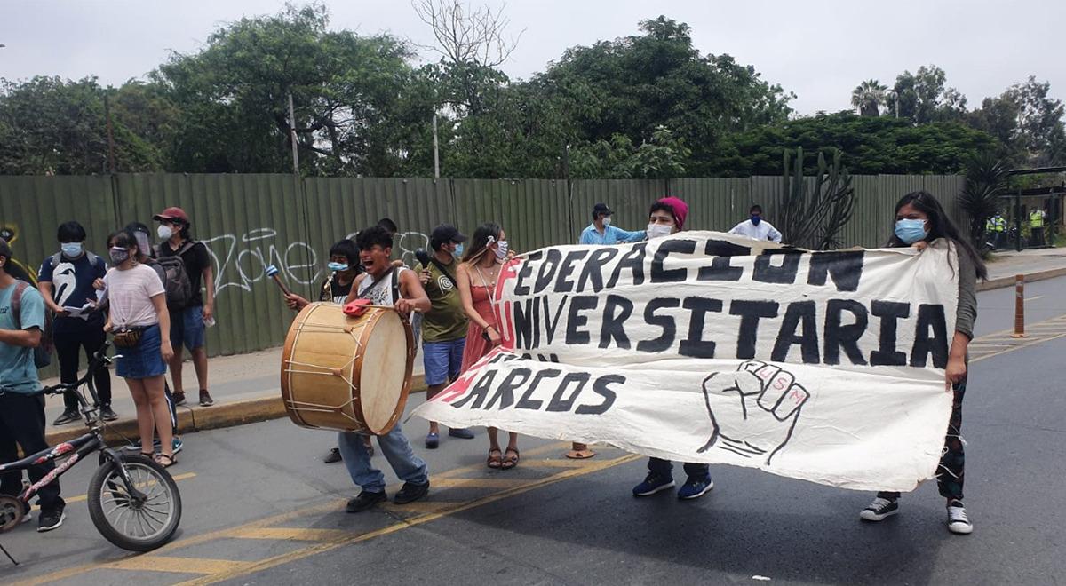 estudiantes-de-unmsm-realizan-protesta-por-vacunacion-de-su-rector-orestes-cachay