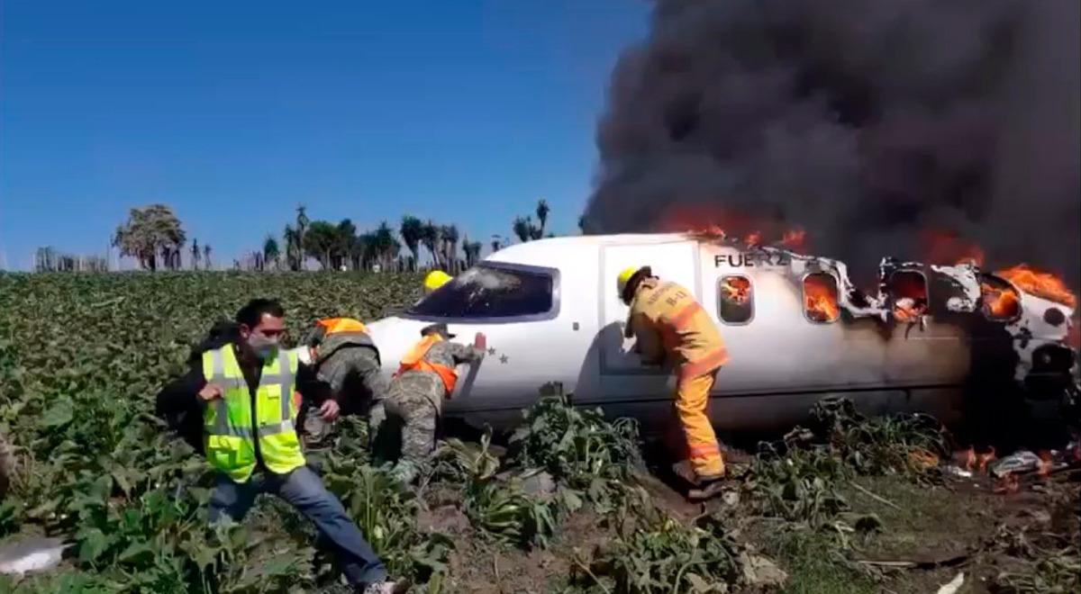 avion-de-la-fuerza-aerea-mexicana-cae-en-campo-de-cultivo-y-no-hay-sobrevivientes-video