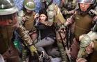 Dos carabineros torturan a joven por infringir toque de queda en Chile [VIDEO]