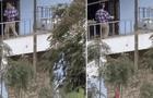 Graba el peculiar baile de su vecino y sus cómicos pasos se vuelven una sensación en TikTok [VIDEO]