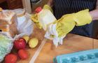 El coronavirus no se propaga por el contacto con los alimentos ni con sus envases, según la FDA