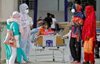 India registra más de 2.000 muertos y casi 300.000 nuevos casos de COVID-19 en solo 24 horas