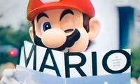 Mario Bros coquetea con la cámara durante la presentación de Tokio 2020