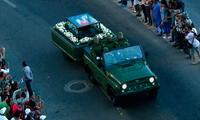 Un gran número de cubanos se congregaron para presenciar el paso del cortejo fúnebre