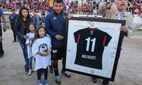 Ysrael Zúñiga dejó llorando el fútbol tras 26 años en las canchas