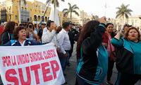 Grupo de profesores del Sutep exigen el pago de la deuda social