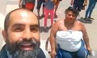 Mujer en silla de ruedas acude al Referéndum a ritmo de buena salsa