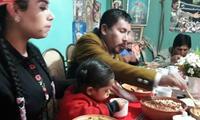 Elmer Cáceres inició el día tomando desayuno