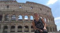 Emocionada en el Coliseo Romano