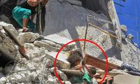 La menor de 5 años estaba herida de gravedad, pero nunca soltó a su hermana hasta ser rescatadas