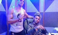 Austin Palao con DJ Gangsta, famoso productor musical colombiano
