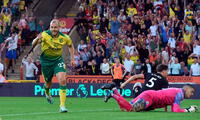 Pukki del Norwich celebra su gol al Manchester City