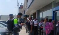 Delincuentes irrumpieron en zona bancaria e hiceron varios disparos al aire