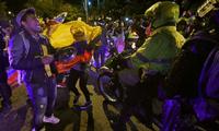 Manifestantes ayudaron a policía de violenta turba