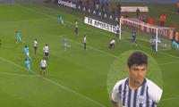 Carlos Beltrán quiso rechazar una pelota envenenada y terminó por empujarla a propia puerta