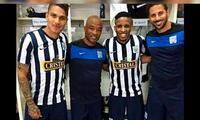 Paolo Guerrero, Waldir Sánez, Jefferson Farfán y Claudio Pizarro alientan al equipo de sus amores
