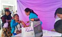Personal del Minsa vacunó a los adultos mayores