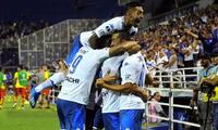 Luis Abram festejó con su compañeros el triunfo de Vélez Sarsfield