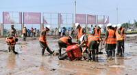 Desde tempranas horas del día, agentes de la Policía Nacional,  Ejército y obreros municipales trabajan en la remoción de escombros.