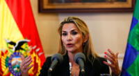 Jeanine Áñez informó que el Estado controlará e impedirá la subida de precios de productos de salud.