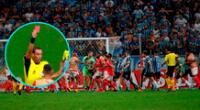 Clásico de Porto Alegre por la Copa Libertadores se vivió con agresividad y árbitro no dudo en expulsar a ocho jugadores.