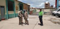 Personal de la gerencia de Servicios Públicos de la comuna sanromina realiza trabajos de fumigación por el brote del coronavirus.
