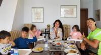 Cristiano Ronaldo y Georgina Rodríguez almuerzan en familia.