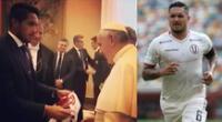 Juan Manuel Vargas conoció al papa Francisco y le entregó la camiseta de la selección.