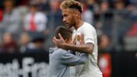 Neymar mostró su lado más tierno