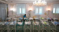 Más de 50 bebés se encuentran en el hotel a la espera de sus padres.