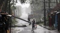 Las autoridades de la India y Bangladesh han evacuado a cientos de miles de personas.