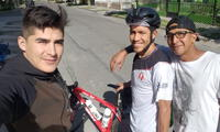 Ciclista Royner Navarro se va manejando desde Arequipa a Ayacucho.