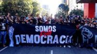 Hinchas se unieron contra Bolsonaro.
