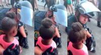 Niña protagonizó un conmovedor momento con el policía que se volvió viral en las redes sociales.
