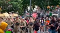 La Guardia Nacional y manifestantes juntos por George Floyd.