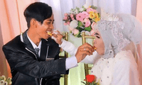 La historia de amor de la inusual pareja ha conmocionado Indonesia.