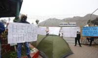 Enfermero protesta a las afueras del hospital del El Agustino