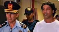 Ronaldinho fue arrestado por ingresar a Paraguay con documentos falsos.