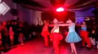 Quinceañera baila el vals con temática de la Casa de Papel