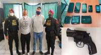 Los detenidos, billeteras y la réplica de arma