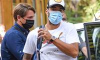 Suárez llegó de sorpresa a Italia