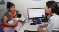 Para ser atendido en una de las oficinas registrales y tramitar la inscripción de nacimiento del recién nacido debe reservar previamente una cita.