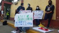 Estudiantes realizan plantón a las afueras de la UNMSM