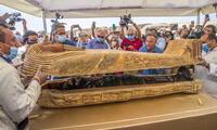59 sarcófagos de hace 2 600 años con sus momias intactas.