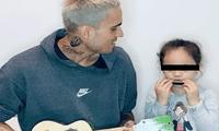 Gino Assereto emocionó a sus seguidores en redes sociales tras mostrarse cantando algunos temas con la pequeña Khaleesi.
