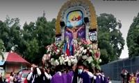 El anda del Señor de los Milagros llegó hasta el Hospital Regional de Tarapoto pese a restricciones por COVID-19