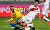 Carlos Zambrano fue expulsado en el Perú vs. Brasil.